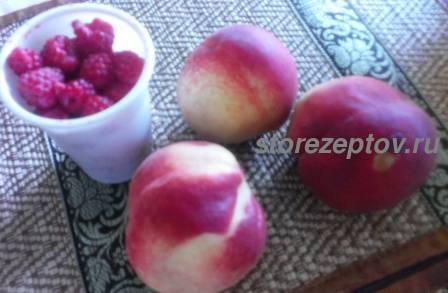 Персики и малина для варенья