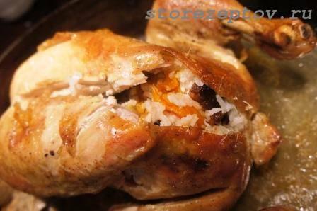 Запеченная в духовке фаршированная курица