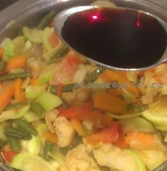 Добавление к рагу соевого соуса