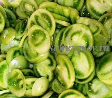 Нарезанные кружочками на салат помидоры