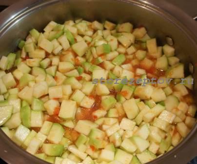 Кабачки в соке из томатов