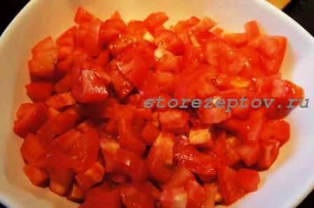 Нарезанные кубиками томаты