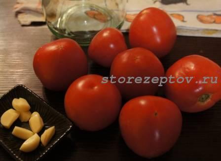 Продукты для заготовки помидор с чесноком