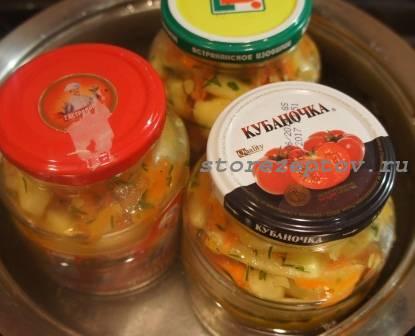 Стерилизация зимнего салата из кабачков
