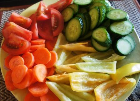 Нарезанные для ассорти овощи