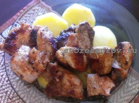 Сочная жаренная свинина с картошкой