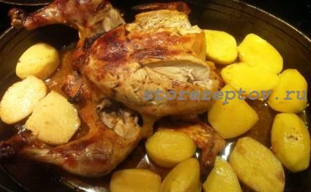 Готовая жареная в духовке курица