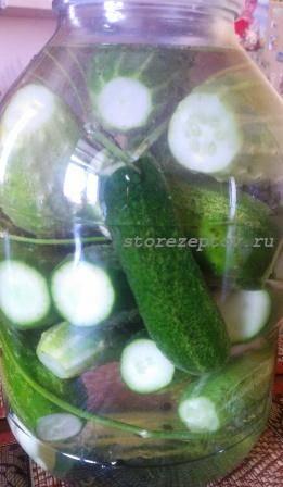 Вкусные малосольные огурцы в банке холодным способом: рецепт с фото