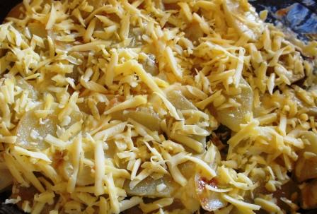 Посыпанная сыром картошка по-французски