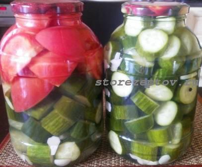 Готовые маринованные огурцы и помидоры