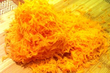 Нашинкованная для икры морковь