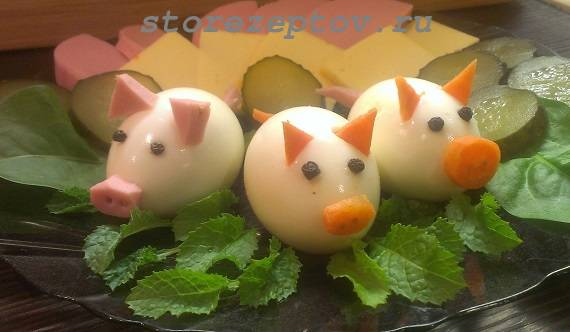 Украшение салатов и других блюд на Новый год 2019 Свинками и Поросятами, фото и советы по оформлению