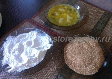 Яйца, мука и панировочные сухари