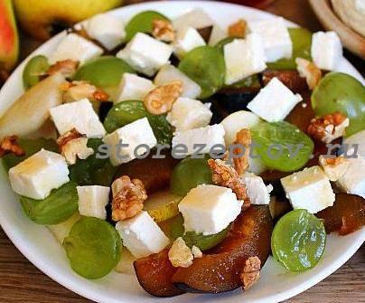 Фруктовый салат с сыром и грецкими орехами