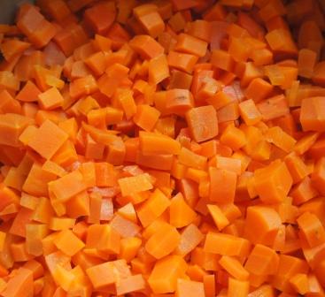 Нарезанная для Оливье морковь