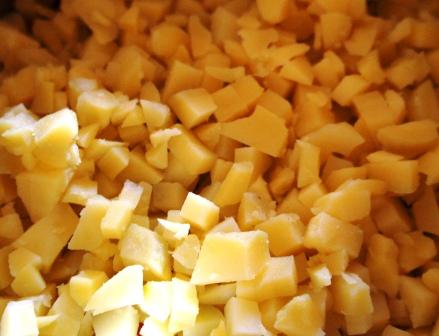 Нарезанная для Оливье картошка