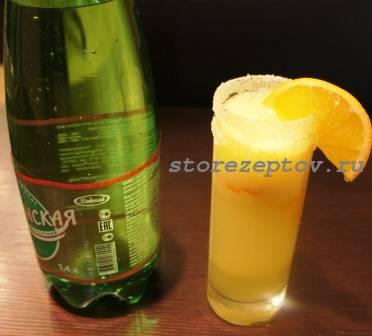 Готовый лимонад в бокале