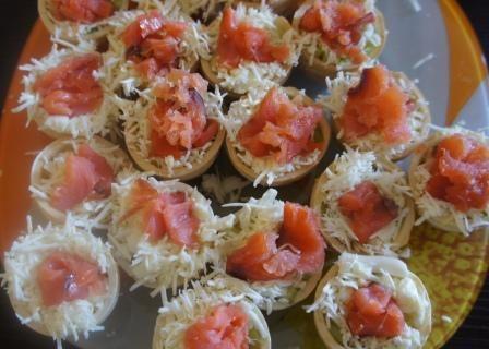 Тарталетки с начинкой из красной рыбы