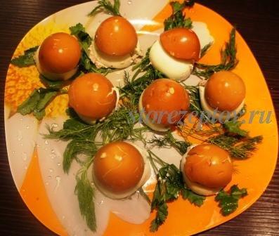 Готовая оформленная закуска Грибочки из яиц