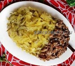 Салат в виде желудя с семгой