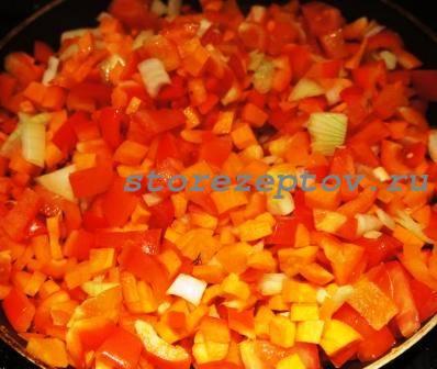 Овощи тушатся на сковороде