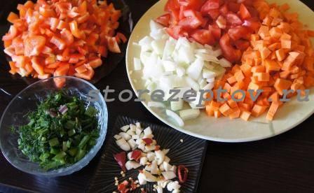 Нарезанные для рагу овощи