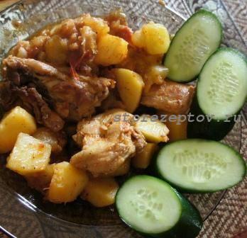 Готовое овощное рагу с кабачками, курицей, картошкой