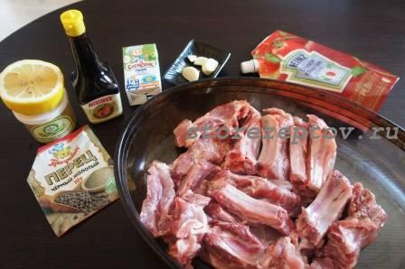 Необходимые ингредиенты для приготовления свиных ребрышек по-канадски