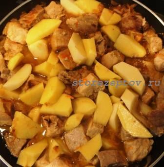 Добавление к свинине с капустой картошки