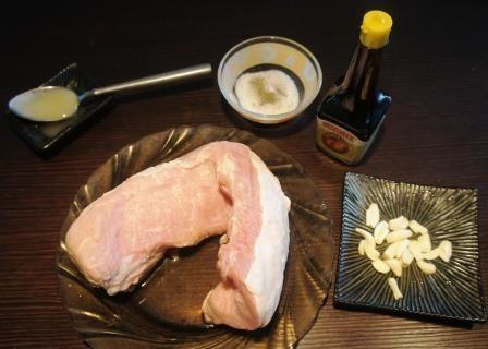 Необходимые ингредиенты для приготовления мяса куском в духовке