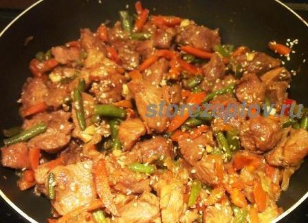 Готовое мясо по-китайски с фасолью