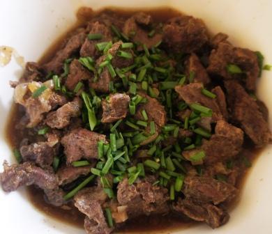Приготовленное в духовке мясо в кисло-сладком соусе