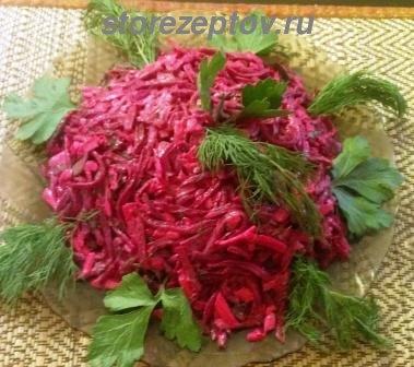 Простой и вкусный салат из вареной свеклы, сыра, зелени: рецепт с пошаговым фото