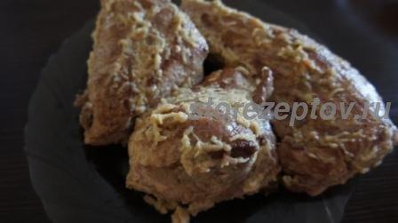 Свинина, обмазанная смесью из яблока и горчицы