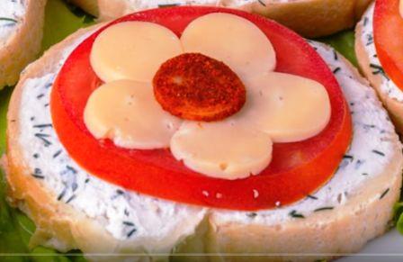 Бутерброд с цветком