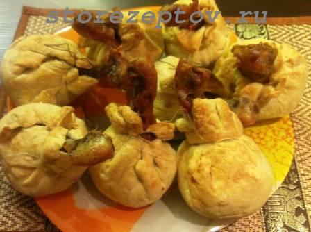 Куриные голени в мешочках из теста с картошкой, грибами: рецепт пошаговый с фото