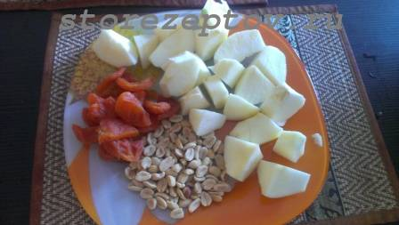 Яблоки, курага, арахис для фарширования утки