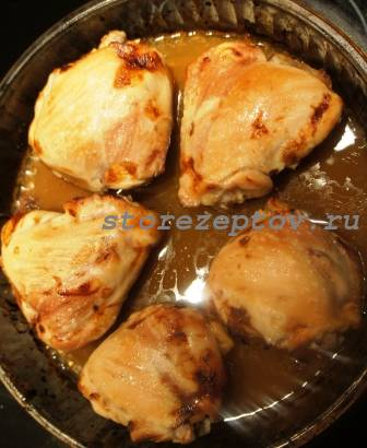Почти готовые запеченные куриные бедра