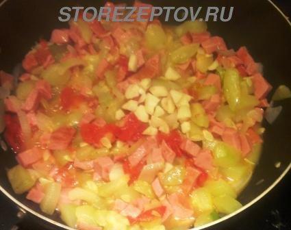 Тушенные с овощами кабачки