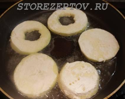 Кабачки в муке на сковороде