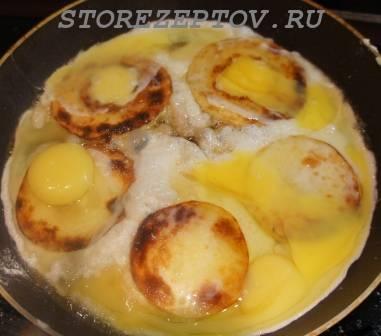 Залитые яйцами кабачки