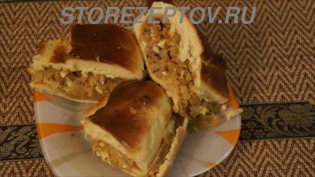 Готовый капустный пирог из дрожжевого теста