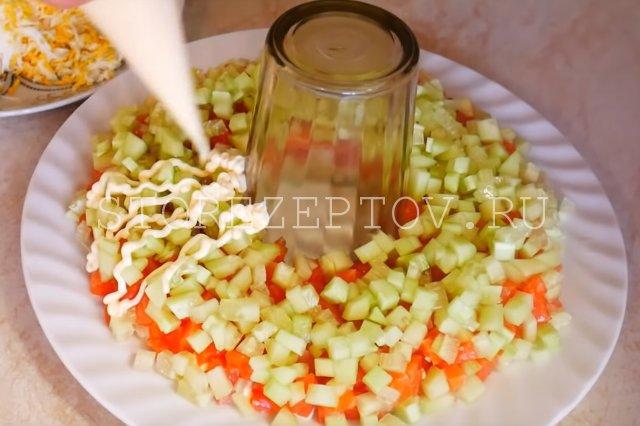 Слой огурцов в салате