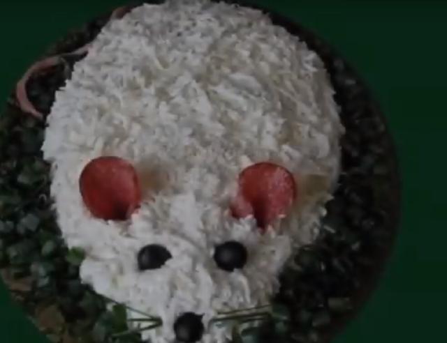 Новогодний 2020 года салат в виде Крысы