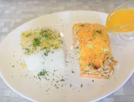 Запеченная в духовке под сыром красная рыба
