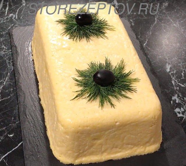 Салат Мужские слезы в виде куска сыра