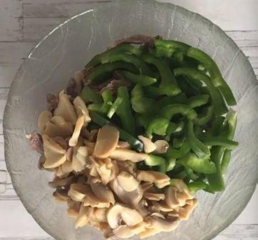Перцы и грибы для салата