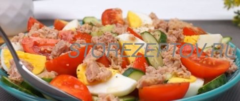 Простой салат с тунцом консервированным и яйцом