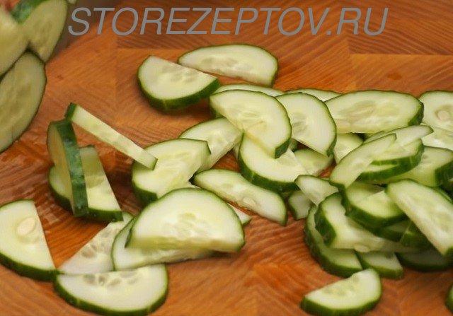 Огурцы для салата с тунцом