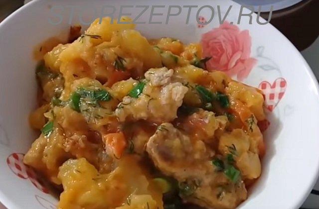 Готовая тушенная картошка с мясом из мультиварки